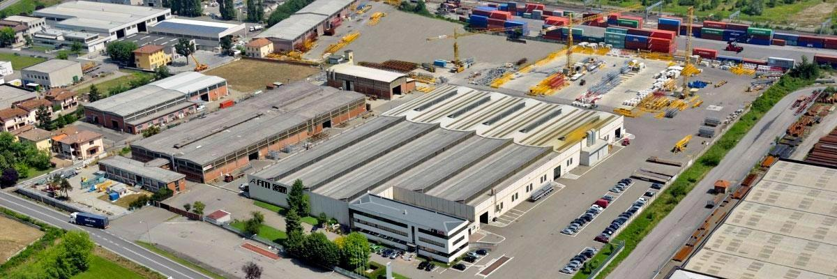 FMGru headquarters in Pontenure (Piacenza) over 100.000 square meters, of which 25.000 are covered manufacturing, sale and service of FM tower cranes